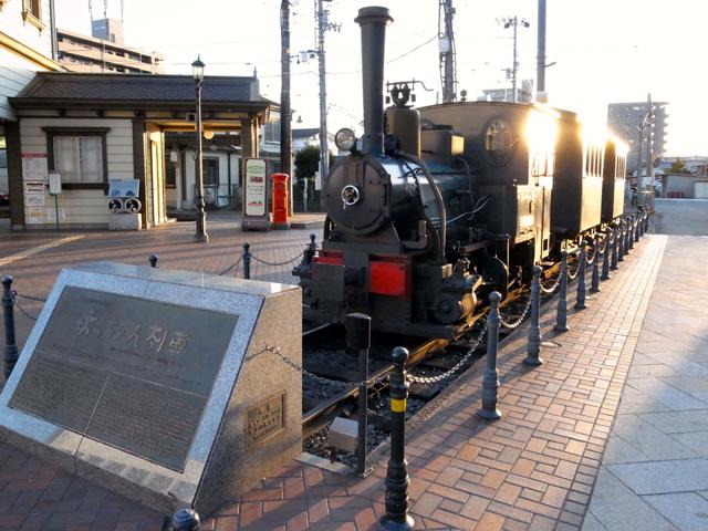坊っちゃん列車から立ち上る煙は、石炭によるものではなく蒸気みたい。