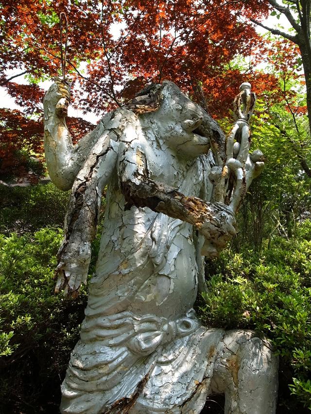 ボロボロの像