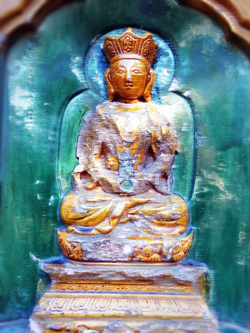 壁面に無数の仏像がおった。