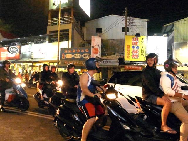 夜市のバイク